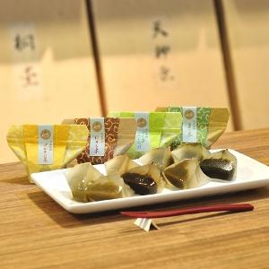 接待の手土産セレクション特選「お茶専門店のお茶葛餅」